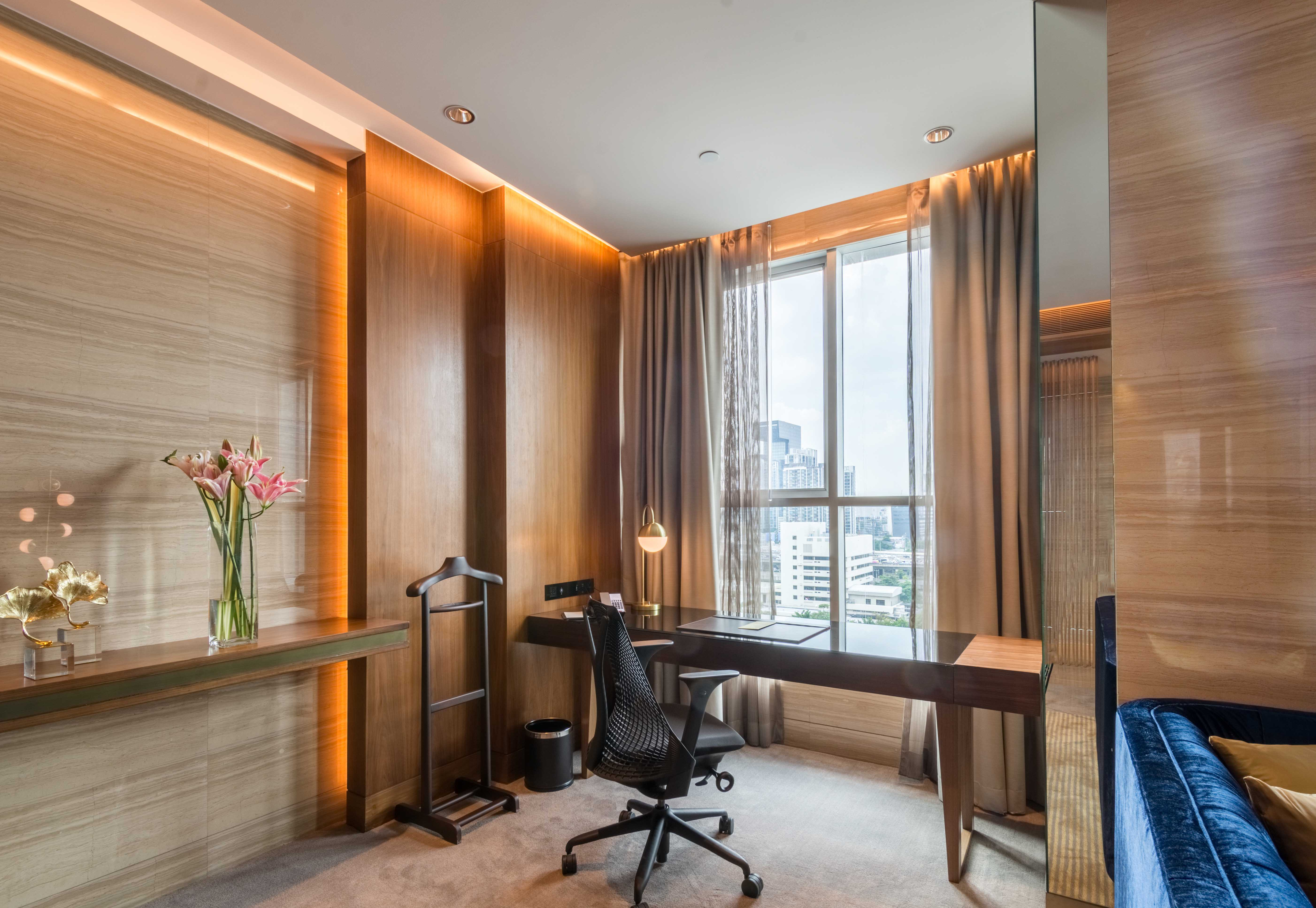 Suite work desk resize Lancaster bangkok4 (3 of 3)