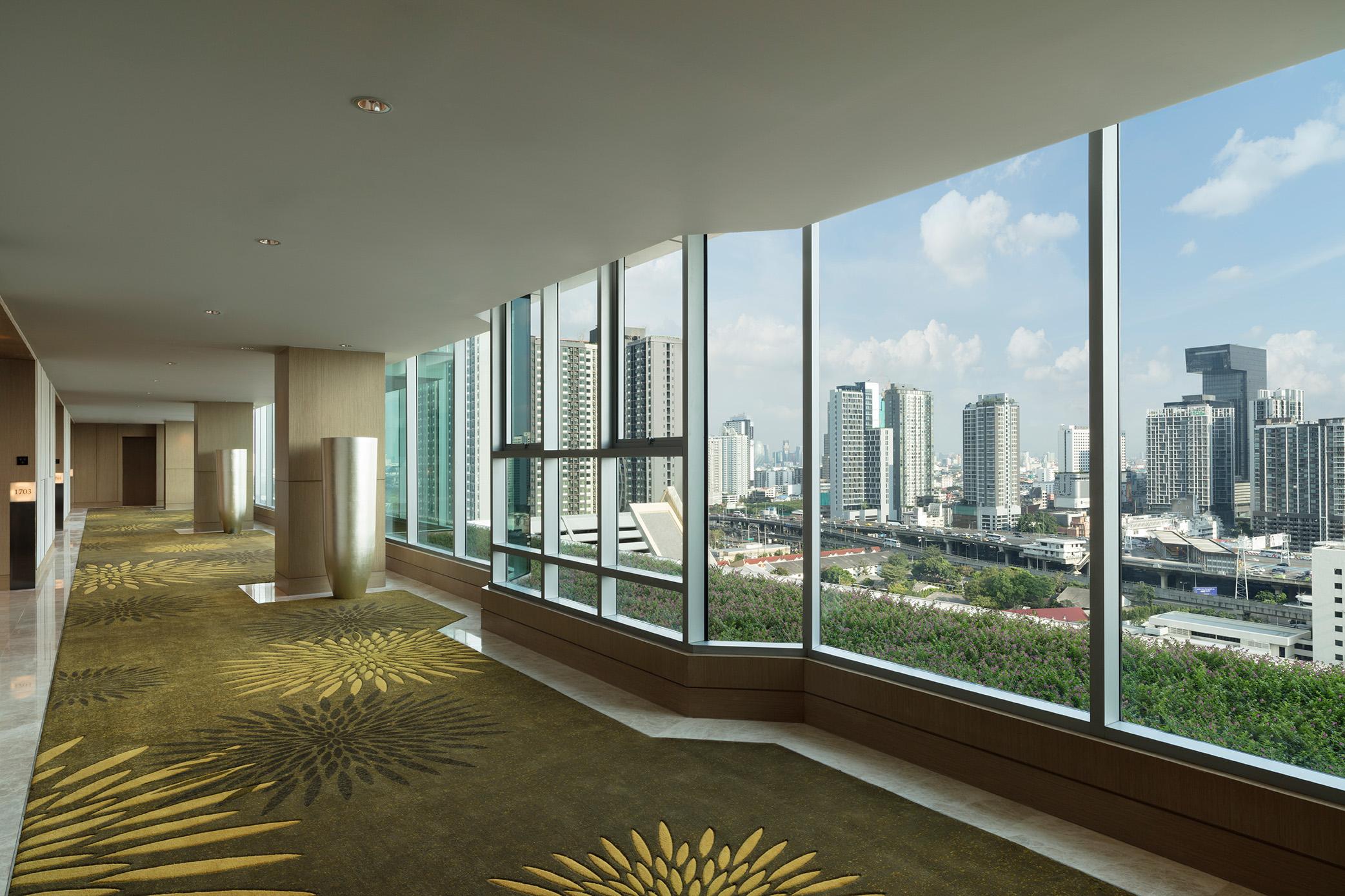 01_17th_Floor_Corridor_Final_SM1