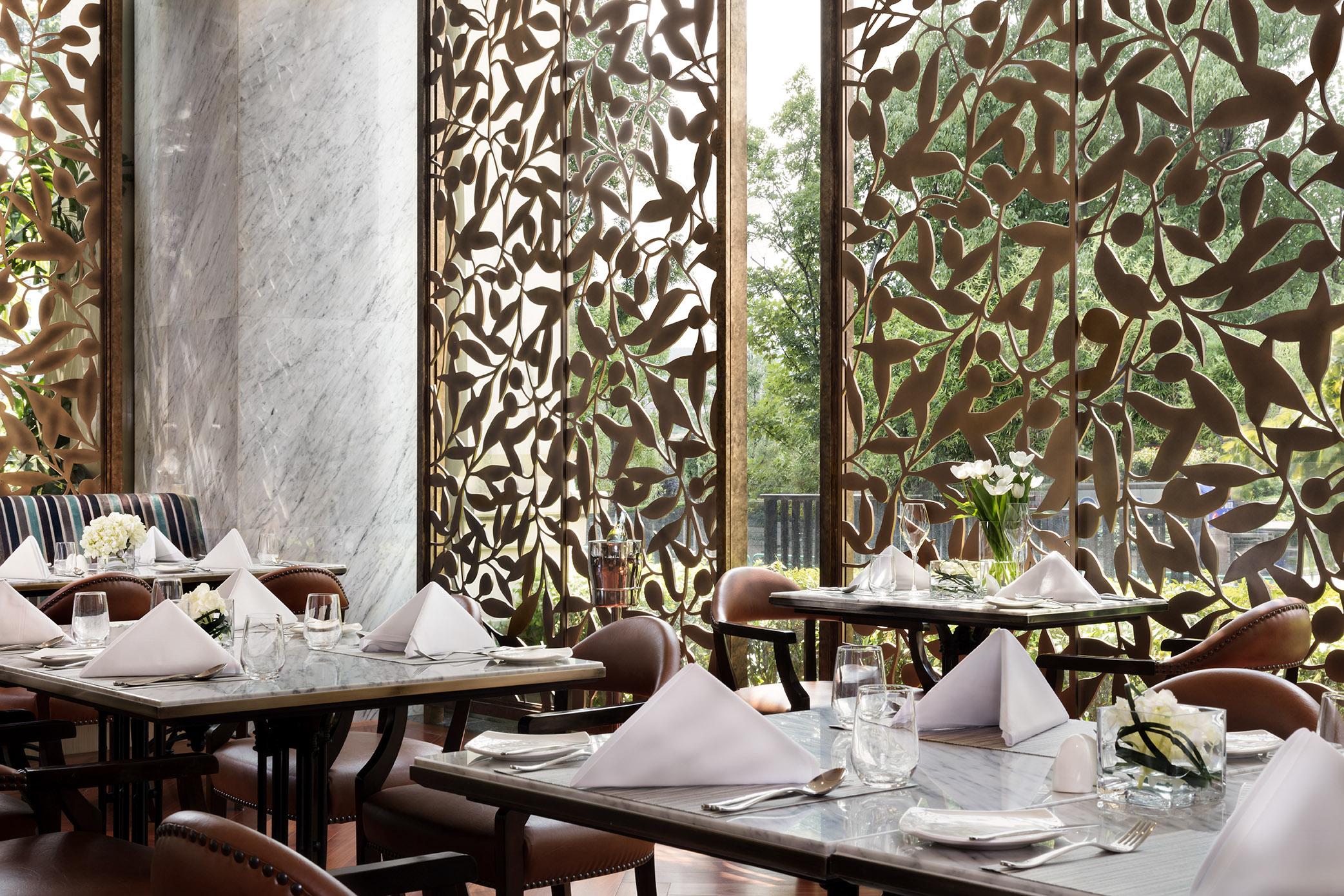 14_Siam_Brassier_Dining_Corner_H7A6130_Final_SM
